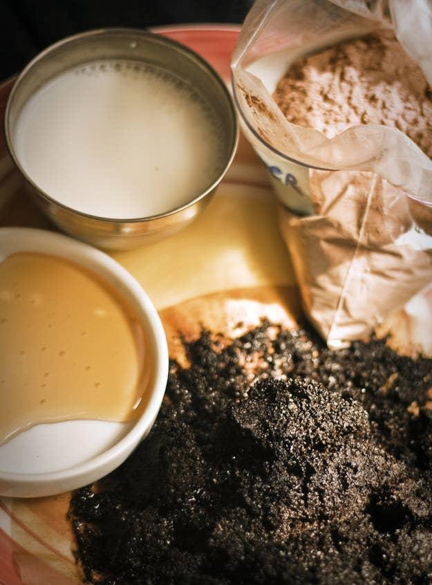 Ce masque matinal délicieusement parfumé vous réveillera et exfoliera votre visage. Obtenez la recette ici.