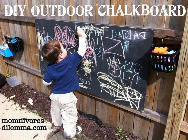 Kids will love this outdoor chalkboard, too.
