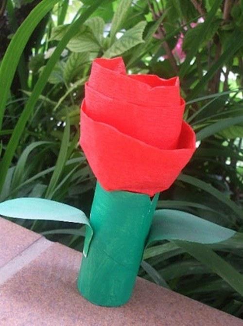 lo que necesitas un rollo de papel higinico cartulina verde