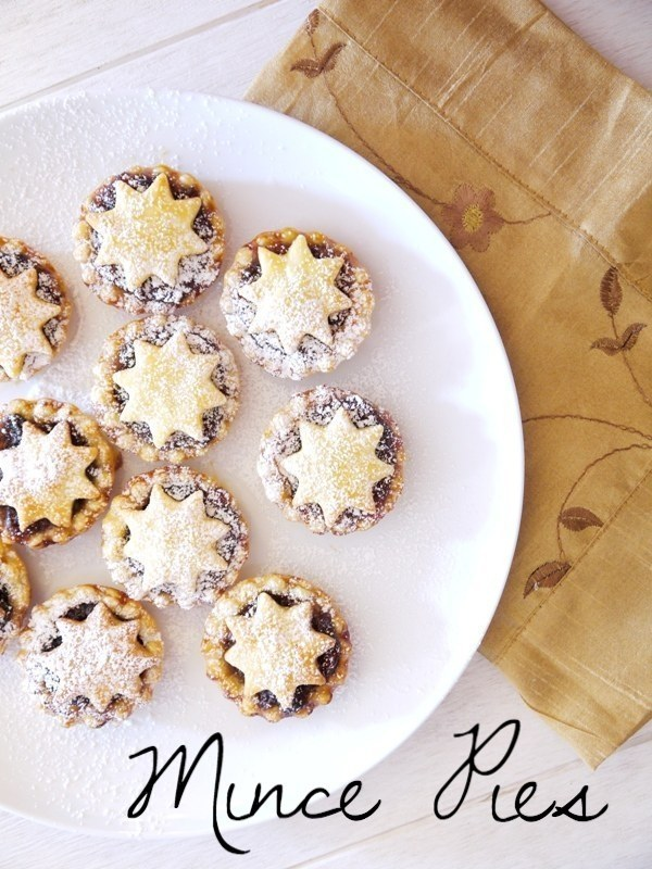 Adorable, Christmas-ready mincemeat pies.