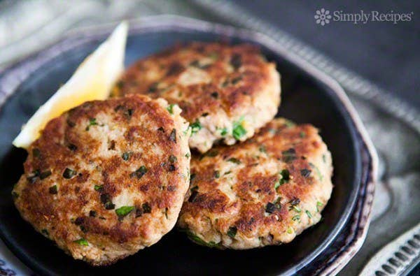 23 cool things to do with canned tuna throw them on buns for easy tuna burgers recipe here forumfinder Choice Image
