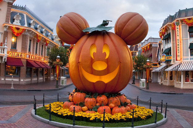26 Things You\'ll See At Mickey\'s Halloween Party