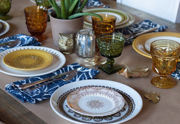 Here are 9 Surprisingly Easy Ways To Make Your Thanksgiving Table Look Better and more Thanksgiving decorating ideas here.