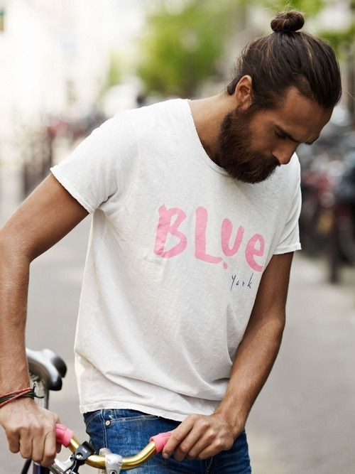 Este joven en bicicleta sabe bien dónde llevarte: