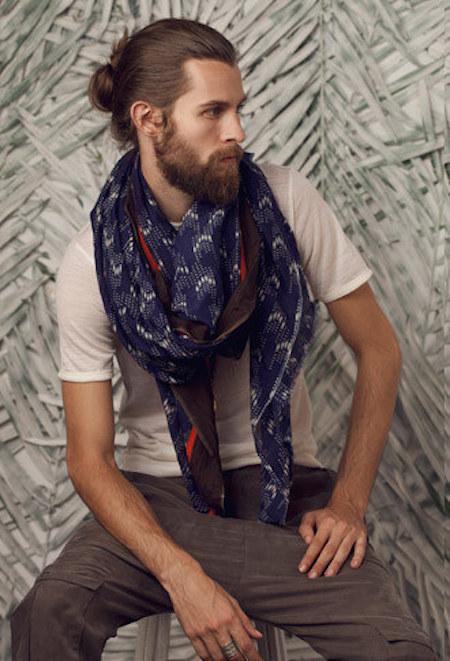 Él te prestará su bufanda cuando tengas frío: