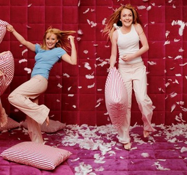 Celebrity Deathmatch - Lindsay Lohan vs Hillary Duff - YouTube