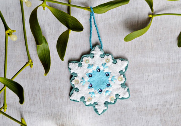 10 Adorable DIY Ornaments For Your Holiday Tree