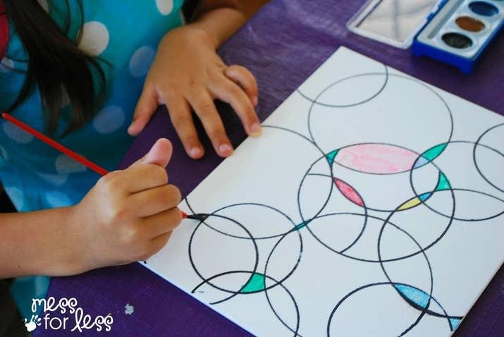 27 ideas para trabajos artísticos de los niños que podrías querer colgar