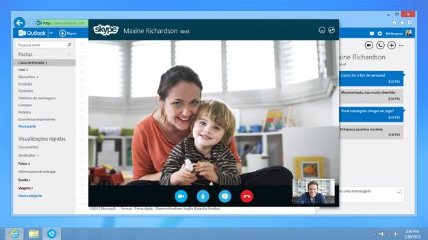 Sabes muy bien que te vas a tener que conformar con dar el abrazo de feliz año via Skype o por teléfono.