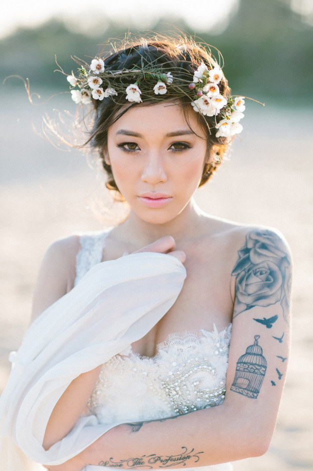 22 beautiful brides who showed their tattoos with pride