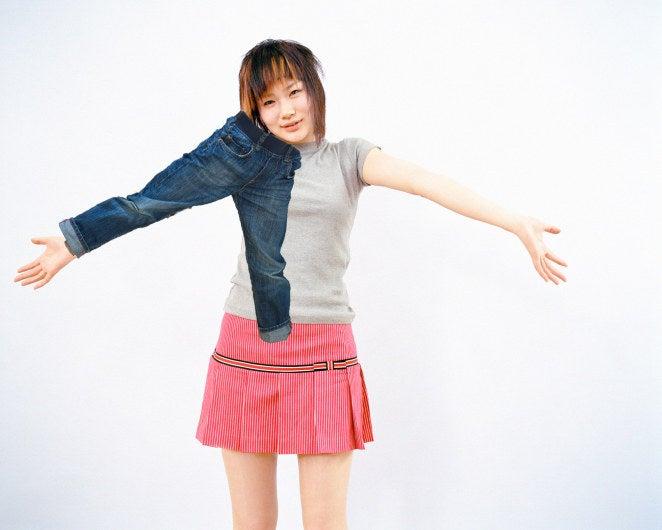 Igaz - a nadrág két szövetcsővel rendelkezik, amelyekbe a karja befér.  De a lábadra szánták őket.  És egyszerűen csak polírozni és összeszerelni, ha a nadrág a lábadon van, és nem a karod.