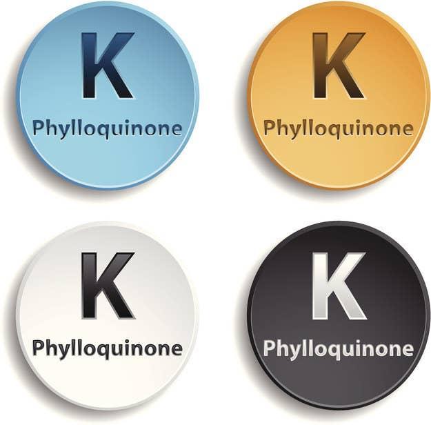 La vitamina K es un elemento esencial para la coagulación de la sangre, permitiendo la protección y el fortalecimiento de los vasos sanguíneos. Esta también reduce el deterioro natural de la piel, por lo que una deficiencia de vitamina K podría acentuar las ojeras. Puedes encontrar cápsulas de esta vitamina en la mayoría de farmacias o puedes consumir los vegetales en esta lista.
