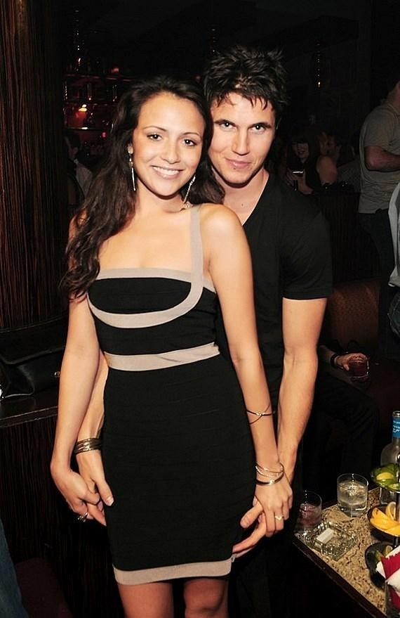 22 reasons why robbie amell and italia ricci are the