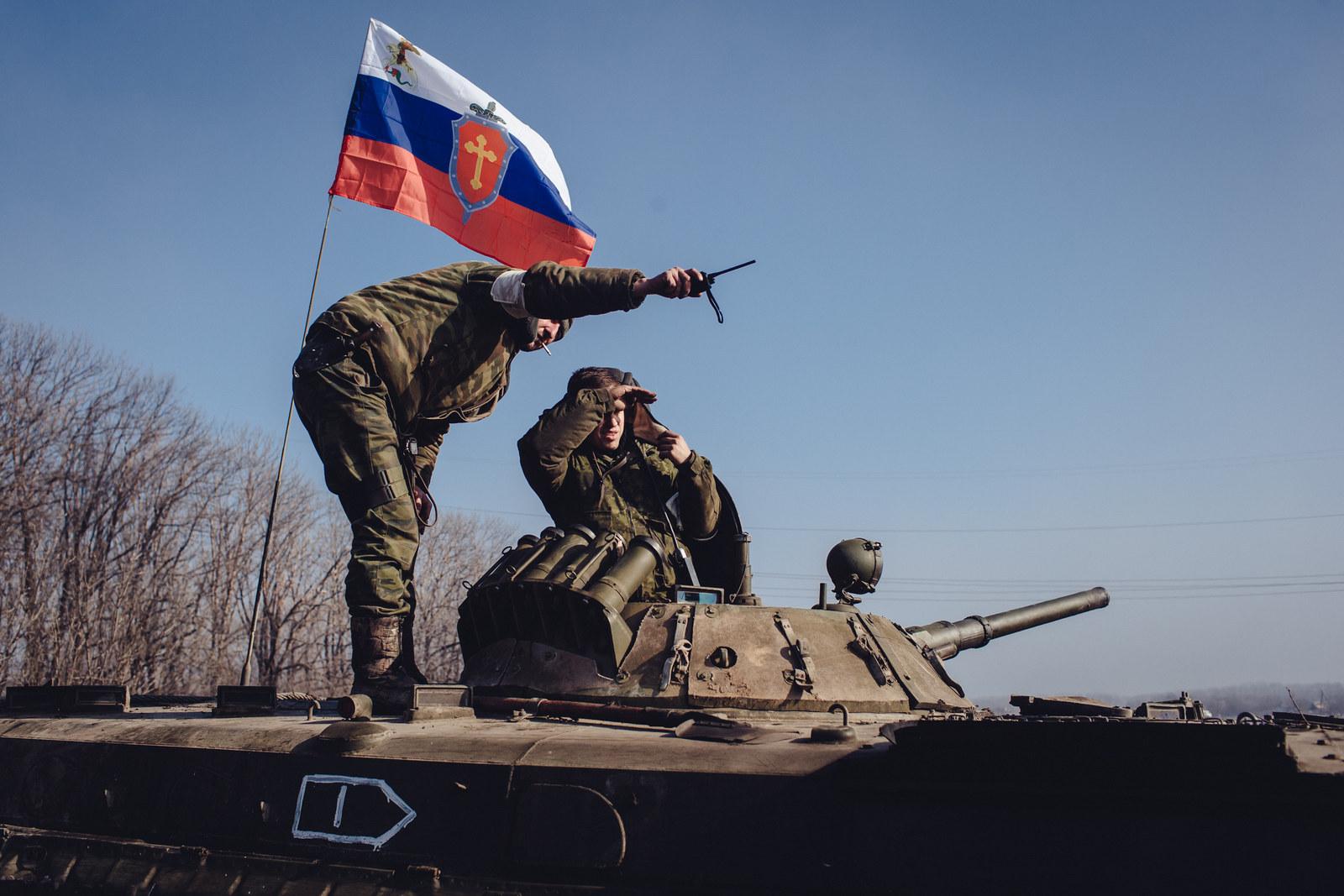 Combatientes del 'Ejército Ortodoxo Ruso' combaten en el Donbass, Ucrania | Foto: Max Avdeev / BuzzFeed News