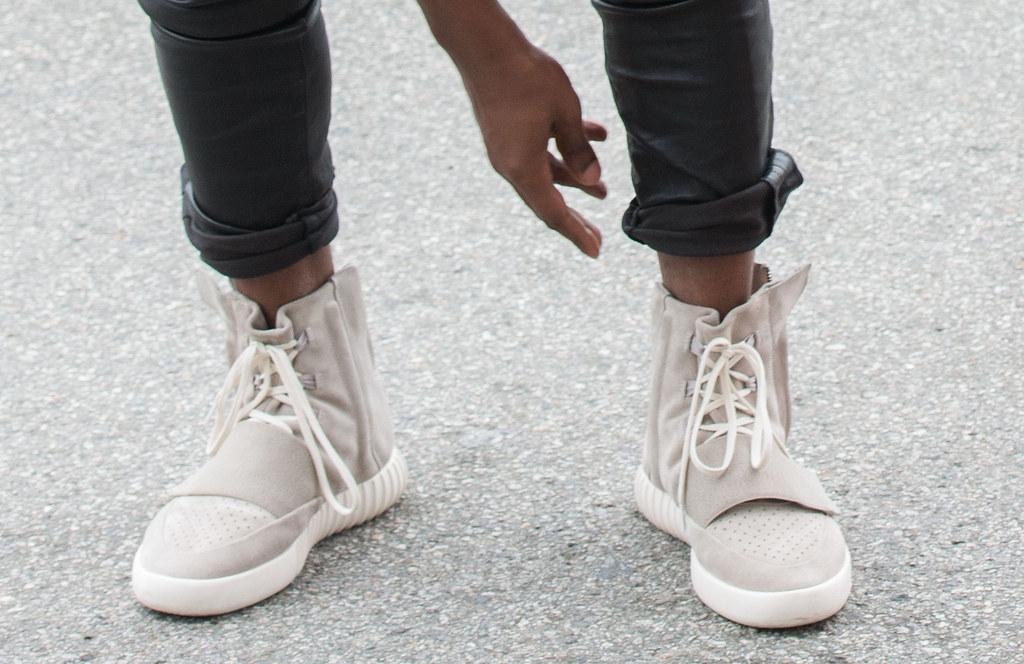 kanye e 'scarpe nuove per adidas vende un sacco