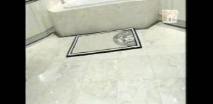 Bath mats can be straight up annoying, but if you're going to have one in your marvelous Miami condo, it's OBVIOUSLY going to Versace. While this master bath contains endless counter space and a jacuzzi tub, it's the details like this awesome Versace bath mat that really matter in the end.