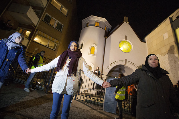 Muslims In Norway Form Human Shield Around Synagogue In Sign Of Solidarity