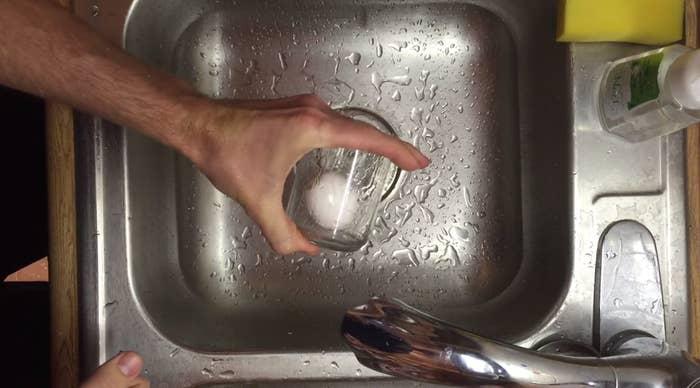 So verbrennst Du Dir nie mehr die Finger. Ein Video mit der Anleitung gibt es hier.