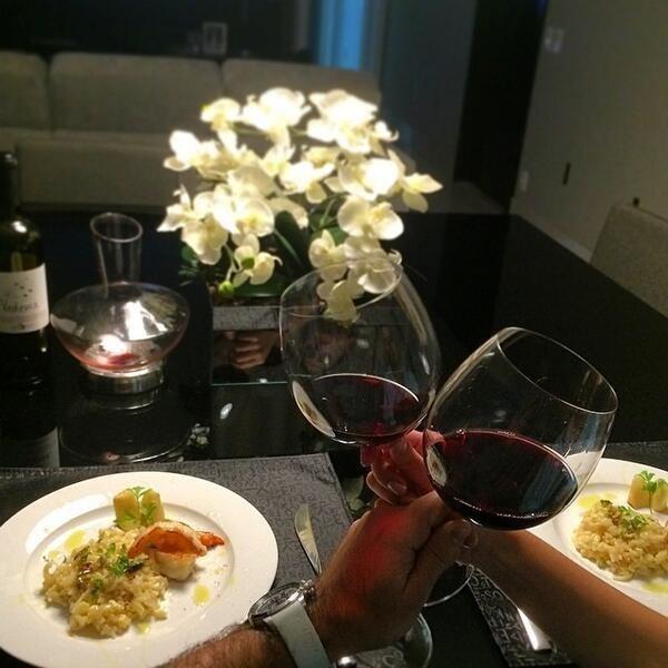 Aos 25: já começa a apreciar um bom vinho.
