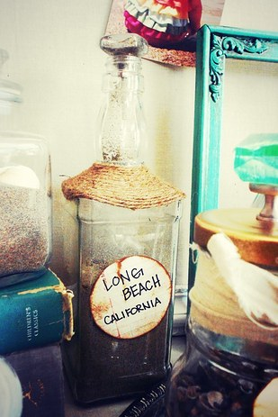 20 ways to display keepsakes from your travels and trips for Best way to sand glass bottles