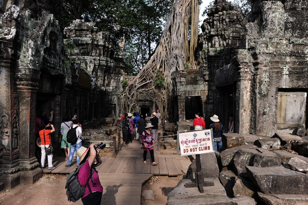 American Sisters Kicked Out Of Cambodia For Taking Nude Pictures In Temple