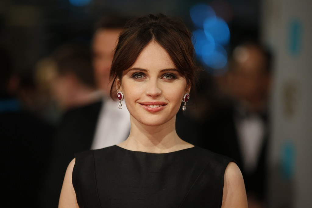 """""""Star Wars"""" Spin-Off Will Star Felicity Jones, And """"Episode VIII"""" Is Coming In May 2017"""