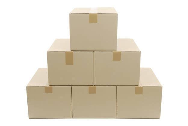 Como provavelmente você não vai ter um carrinho para carregar a caixa e nem quer acabar com a sua coluna, tenha em mente que apesar de grandes, as caixas devem contem coisas mais leves.