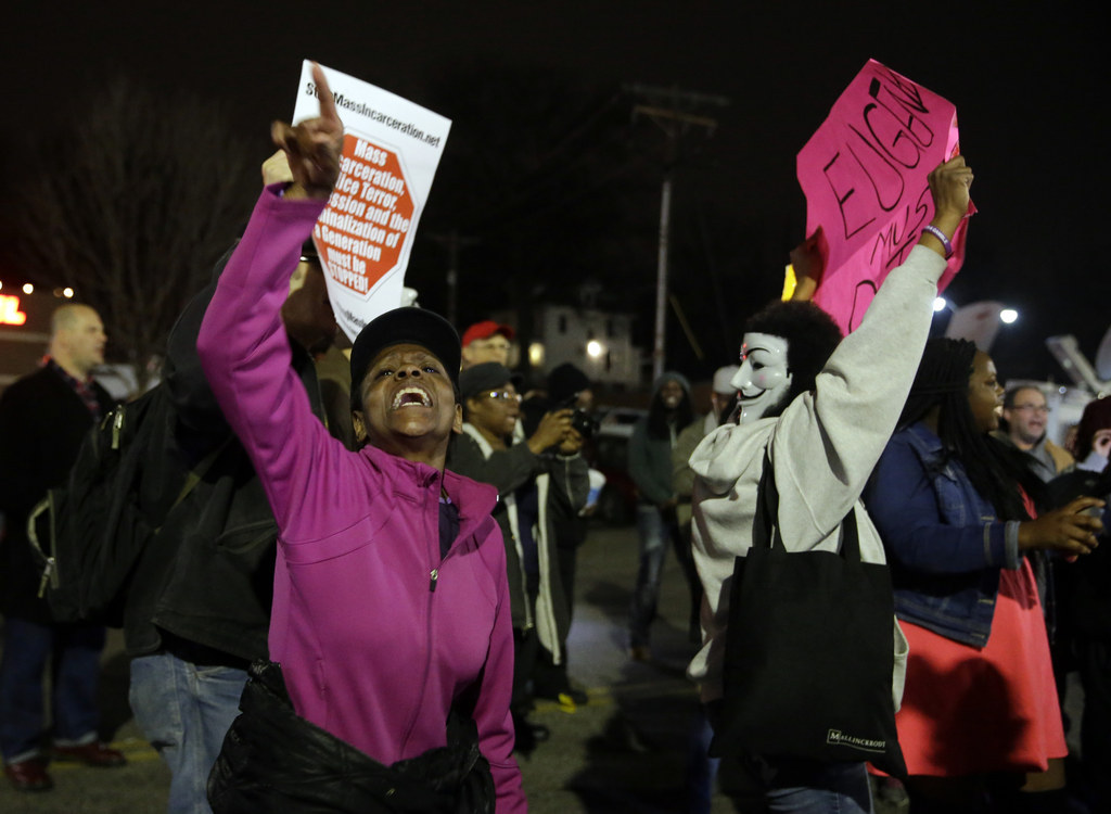 Ferguson Sees Peaceful Protests The Night After Police Were Shot