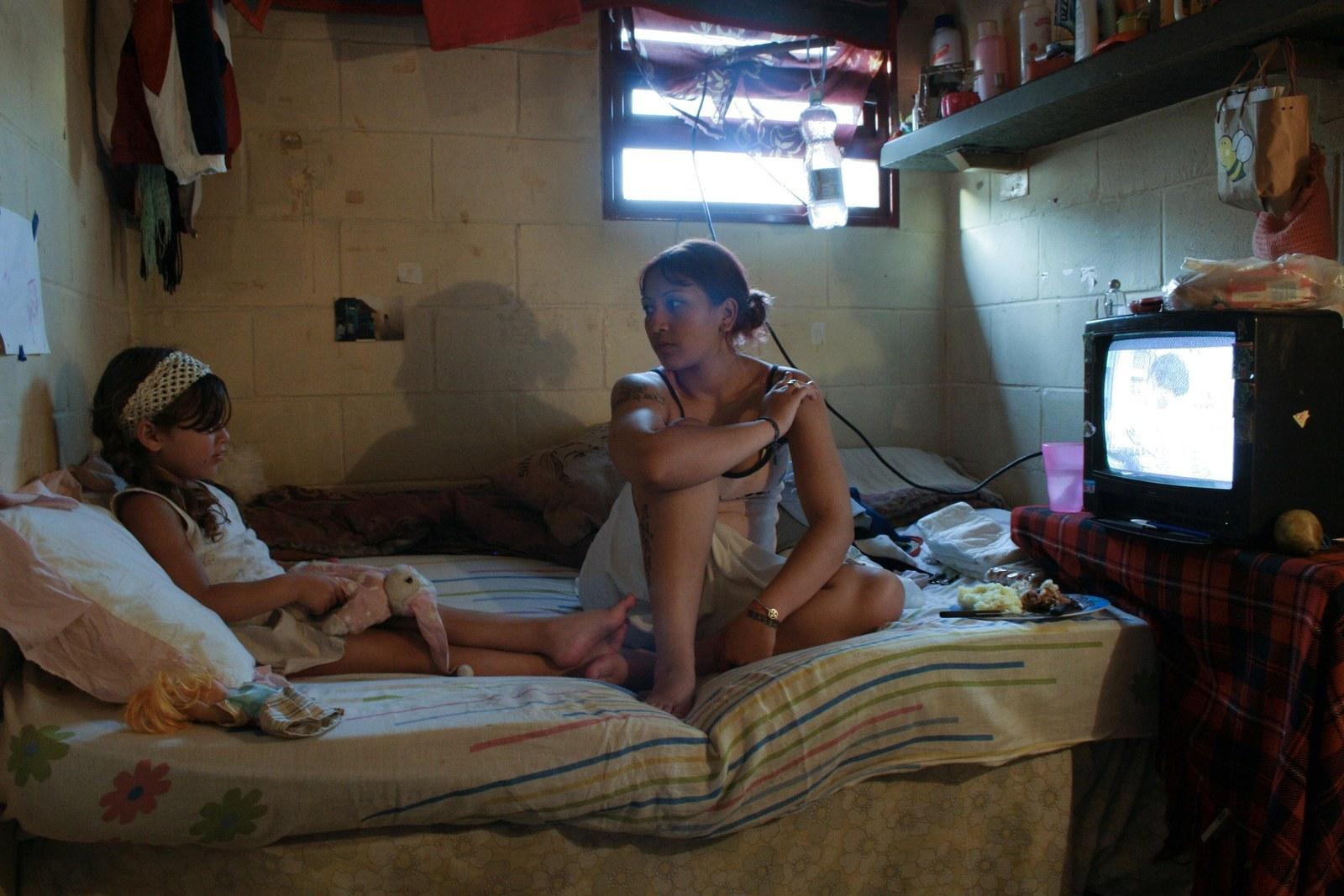 Скрытое наблюдение за мастурбацией, Подглядывание за маструбацией - видео 24 фотография