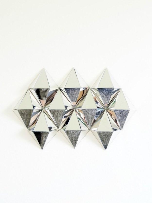 elabore acentos de espejos geomtricos para decorar las pequeas reas de la pared del cuarto de bao