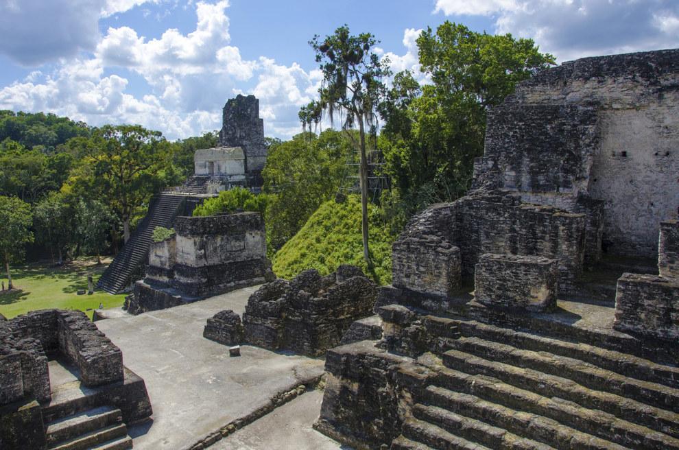 Porque la historia de los Mayas es totalmente aburrida y una perdida de tiempo.