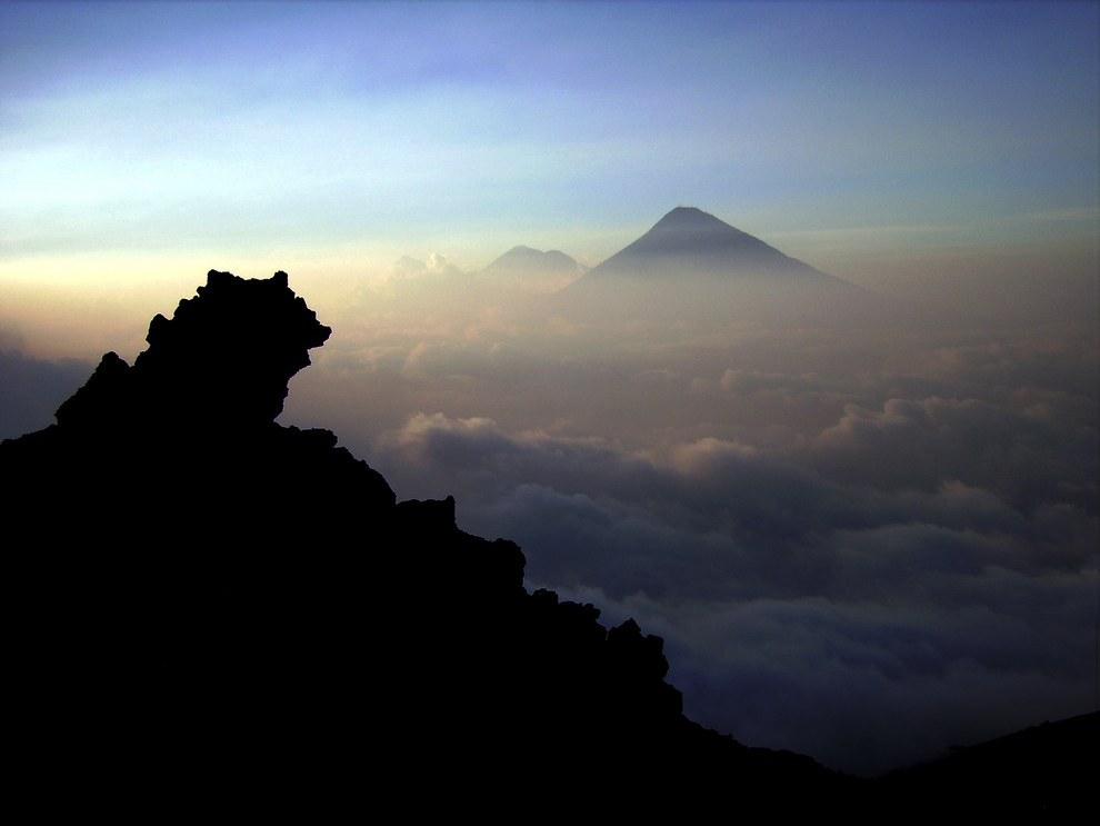 Guatemala posée 33 volcanes, 3 de los cuales están activos. Pero mejor no vayas a explorarlos porque te desilusionarás.
