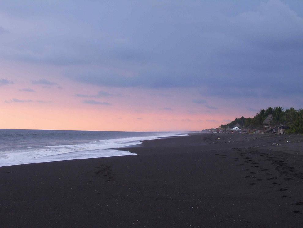 Y algunas de sus playas tienen arena negra, lo cual es totalmente desagradable.