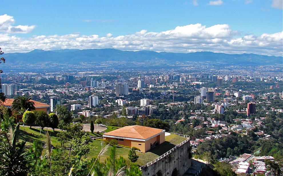 El mirador a la ciudad capital tiene la peor vista de la ciudad que te puedas imaginar.