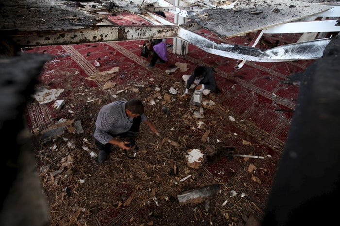 Crime scene investigators at one of the Sanaa mosques on Friday.