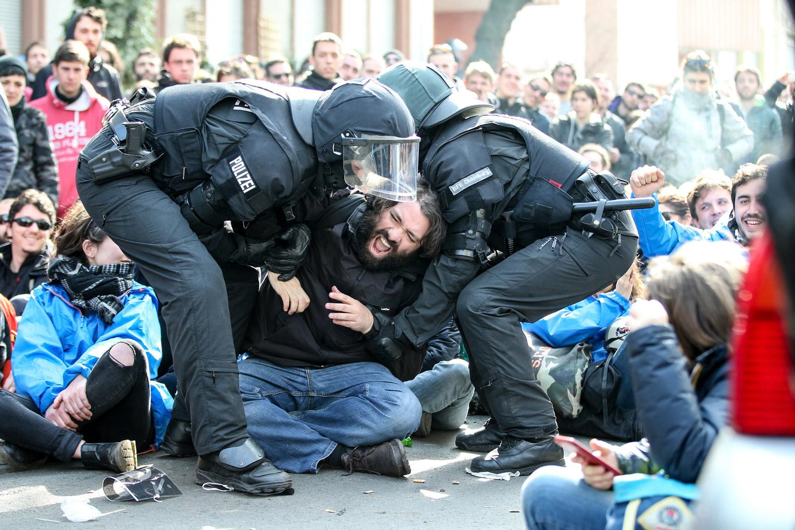 Apprehended Deutsch