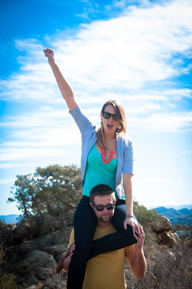 This Guy Proposed By Sending His Girlfriend Around The World On A - Guy photographs his girlfriend as they travel the world