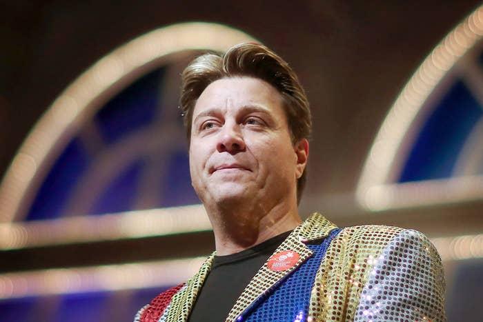 Hier ist Thomas Neger bei einem Auftritt am 9. Februar 2015 in der Rheingoldhalle in Mainz im Bundesland Rheinland-Pfalz.