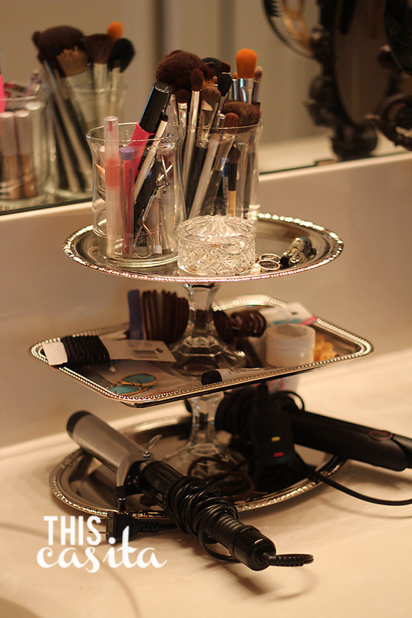 Make this schmancy-looking bathroom organizer with things from the dollar store.