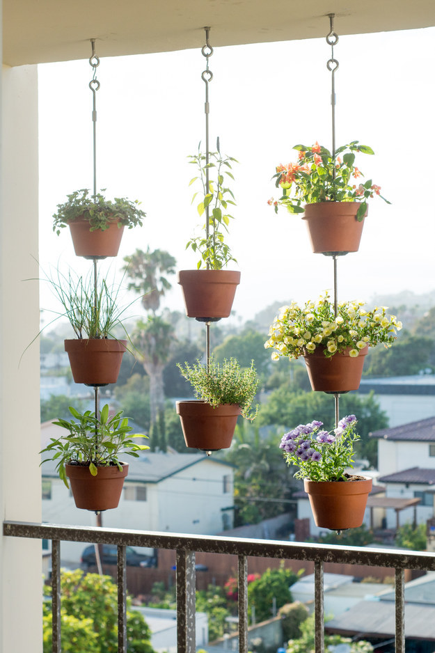 31 clever ways to decorate your outdoor space - Hanging plants on balcony ...