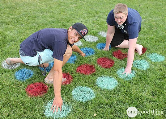 Use Circular Stencils And Spray Paint To Turn Your Lawn Into A Game BoardFull