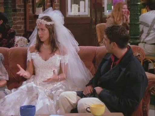 Rachel Green ran out on her wedding day and Jess Day's break up with her boyfriend both led these girls to look for (a) new roommate(s).