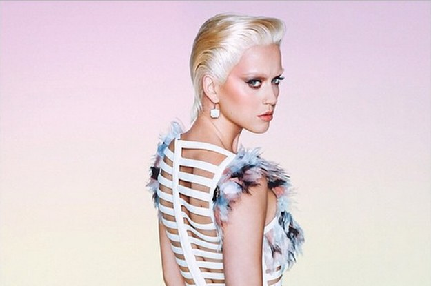 Katy Perry Has Very Short Platinum Blonde Hair For ...