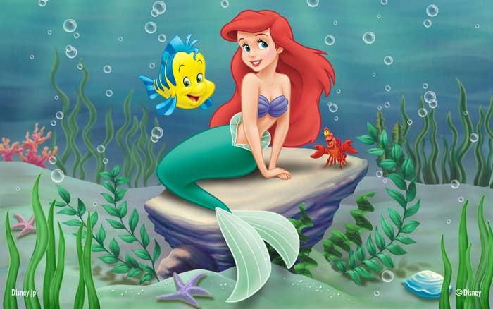 Ariel vivía en Atlántica, una sociedad de sirenas ubicada en algún lugar del Atlántico.