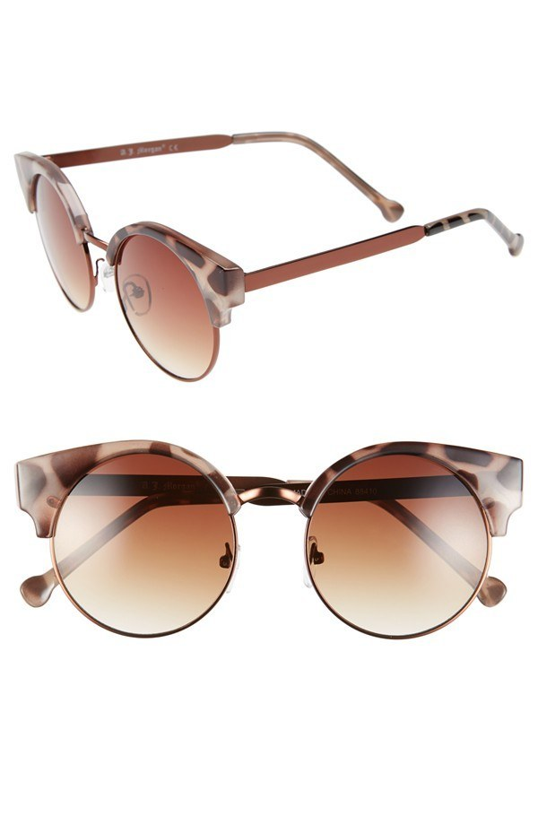 Product Features CUTE DESIGN:Solid metal frame in flat thin style makes the sunglasses.