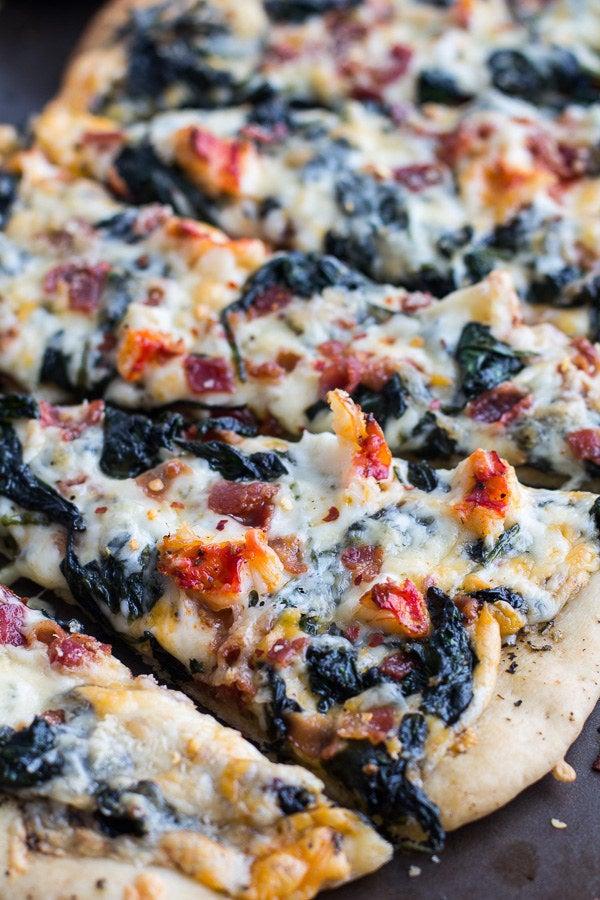 Posiblemente la pizza más indulgente sobre la faz de la tierra. Obtén la receta .