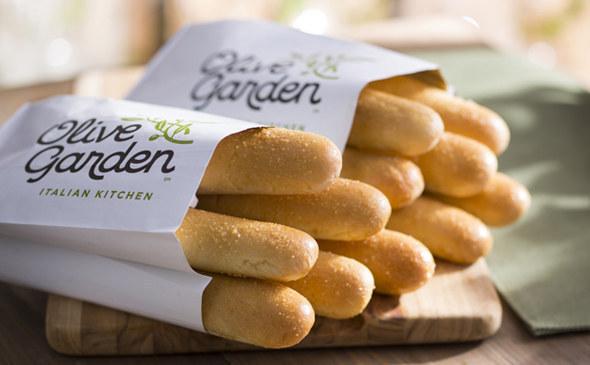 We Tried Olive Garden\u0027s New Breadstick Sandwich And Here\u0027s