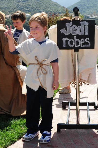 23 ways to throw the best star wars birthday party ever make simple no sew jedi robes to get kids into character solutioingenieria Choice Image