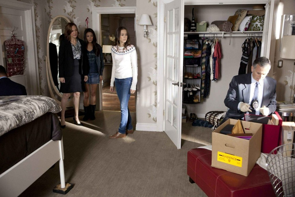 It 39 S The Beginning Of The End For Pretty Little Liars