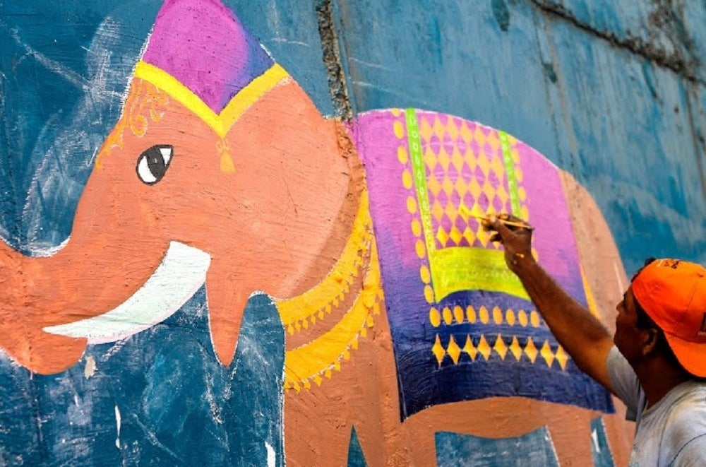 The People Of Karachi Are Painting Stunning Works Of Art Over Hateful Graffiti On Their City's Walls